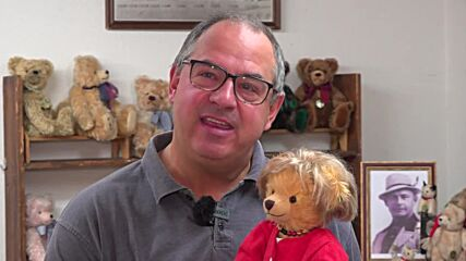 German manufacturer makes 'Merkel' teddy bears to honour Chancellor's 16 years in office