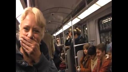 Заразен смях в метрото