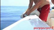 Акула захапва мъж !