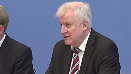 Germany: Asylum numbers have fallen in 2018 - Seehofer