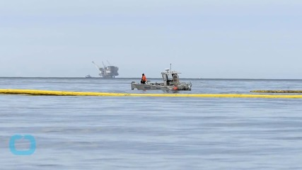 California Crews Struggle to Contain Nine-mile Oil Slick With Booms