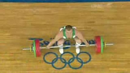Състезател по вдигане на тежести чупи ръка по време на състезание - Олимпийски игри Пекин 2008