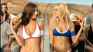 Секси мацки в реклама на тексаски хамбургер