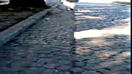 Разбит тротоар