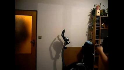 Сексли брюнетка танцува яко по бельо