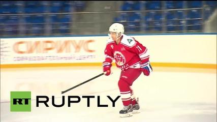 Русия: Путин вкара два гола по време на хокеен мач с руски легенди