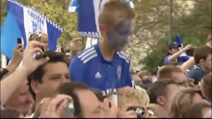 Thousands turn out for Chelsea parade