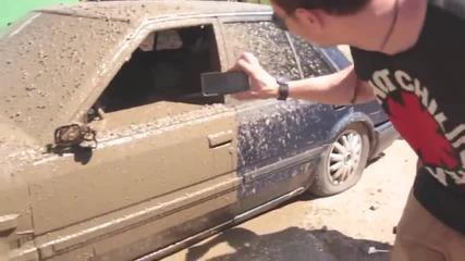 Смях! Руска мутра залива с бетон кола, запушила неговия крайслер на паркинг
