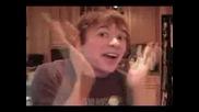 Лудия от youtube пак на вашите екрани по ненормален от всякога!