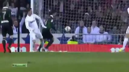 Реал Мадрид победи Расинг Сантандер с 4:0 и дръпна с 13 тoчки пред Барса,но с мач повече
