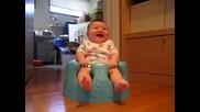 Малко бебе откача (много смях)