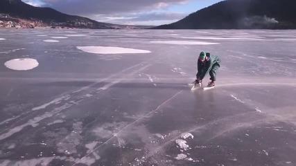 Луд кара кънки по лед с резачка