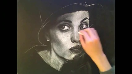 Портрет с бяла креда - Анджелина Джоли