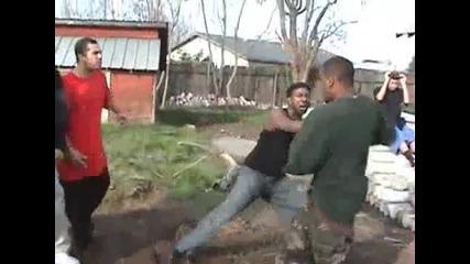 Човек умира по време на бой!!!!!