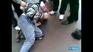 Руски момчета Бият полицай