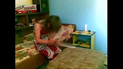 моята сестра танцува метал
