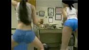 Компилация От Момичета Показващи Телата Си (Лека Еротика)