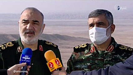 Iran: Revolutionary Guard Corps' Chief Salami oversees military drills in central desert