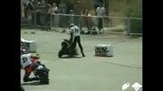 Скутер + Неграмотен Шофьор = Смях