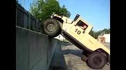 Hummer се катери по стена - с по - добро качество