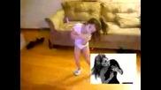 Сладко момиченце танцува като Beyonce