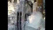 Разрушаване на стоманобетон с хидравлична щипка - Строймашинженеринг Еоод - Варна