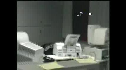 Гламав Китаец Си Блъска Компютъра