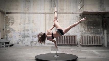 Танци на пилон - Karo Swen vs Anastasia Sokolova (nyagolov Fl audio background)