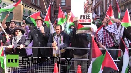 Полицай - хипстър на палестинските протести в Лондон