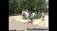 ! Goli I Smeshni - Ще ми помогнете ли да се кача на коня ?