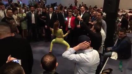 Даниела Стан прави шоу пред публиката - яко игра