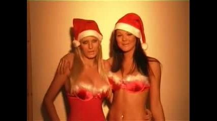 Весела Коледа ви пожелават две момичета!