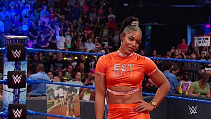 Becky Lynch crashes Bianca Belair's Homecoming Celebration: SmackDown, Sept. 17, 2021