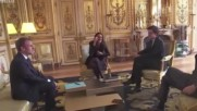 Кучето на Макрон се изпишка в зала на Елисейския дворец