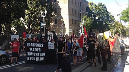USA: Two arrested at Portland protest to 'end prison slavery and white supremacy'