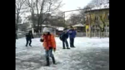 Падане На Лед В Локвата На Даскало!