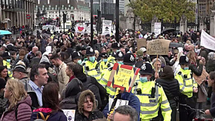 UK: Police officers march anti-COVID 19 restrictions protesters off Westminster Bridge