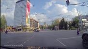 Кратко забавление за чакащите на светофара