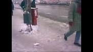 Хора се спъват и падат по софийските улици