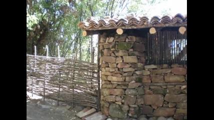 Строителните материали са три- камък, дърво и въображение !