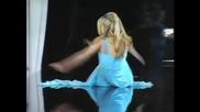 Кармен Електра се пребива на сцената