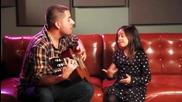 Бащата и момиченцето пеят страхотно