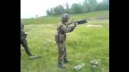 Войник стреля и Пада като Кифладжиска лопата