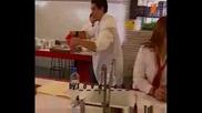 [ Rebelde ] - Мигел гони Миа с месо от крава :d (bg audio) // 100 % голям смях //