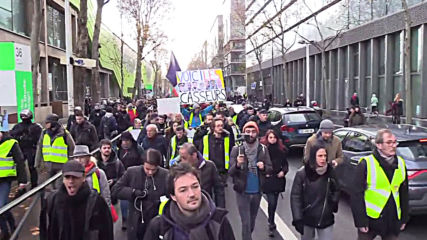 France: Police fire tear gas as 'Yellow Vests' join pension reform strike in Paris