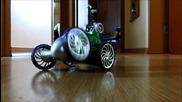 Детска количка с дистанционно управление танцува и изпълнява акробатични номера