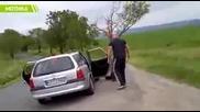 Чешки бодибилдер против Румънските роми продавачи измамници.