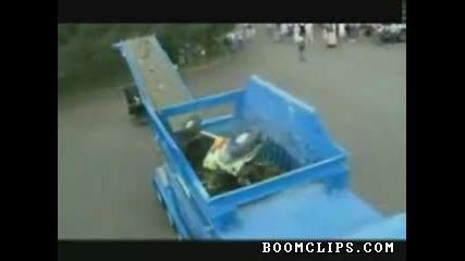 Как се унищожава кола за 10 секунди