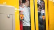 Натъпкани като сардели: в метрото на Токио