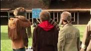 Mythbusters - Да разцепиш куршум на две стреляйки по брадва?